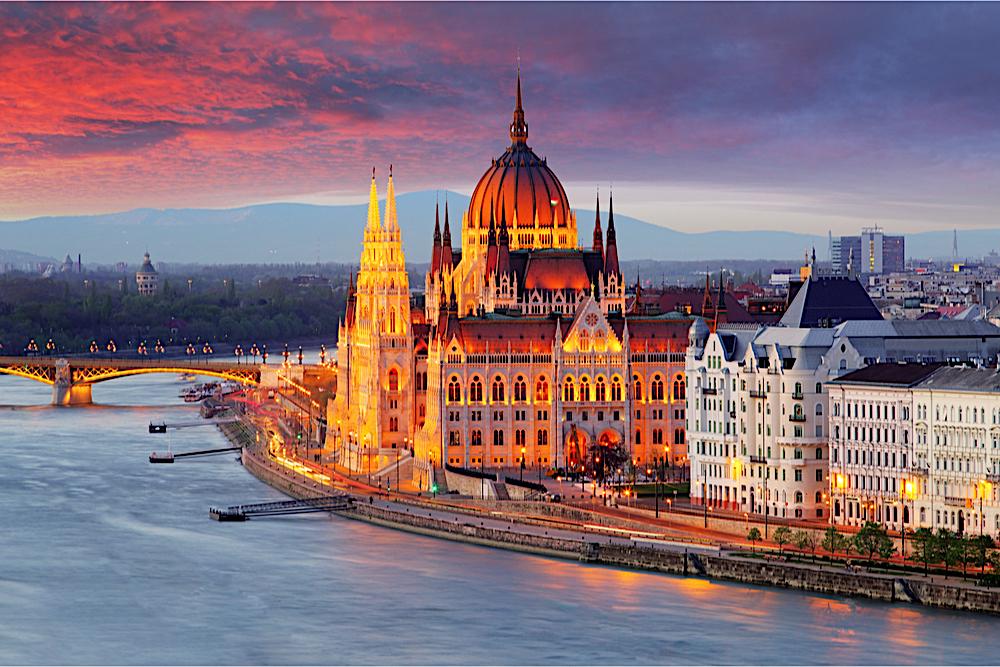 Hungarian Parliament twisht