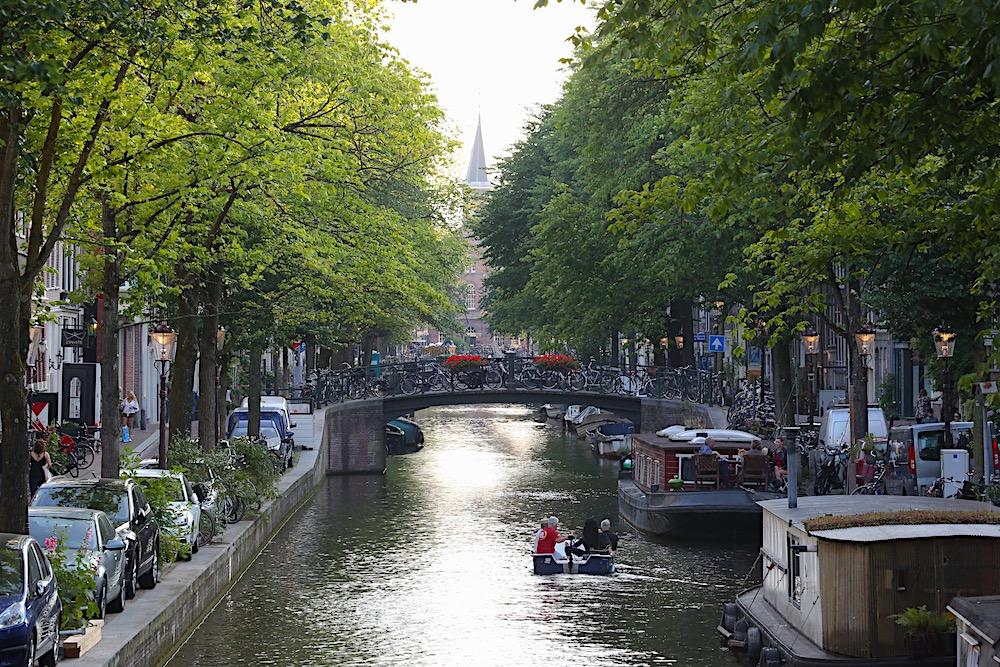 Amsterdam boat twisht