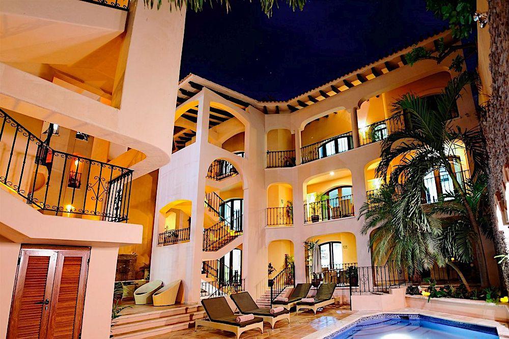 Acanto Hotel & condominium