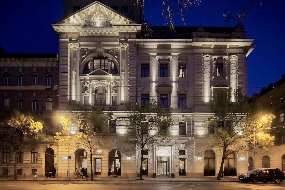 Mystery Hotel Budapest twisht