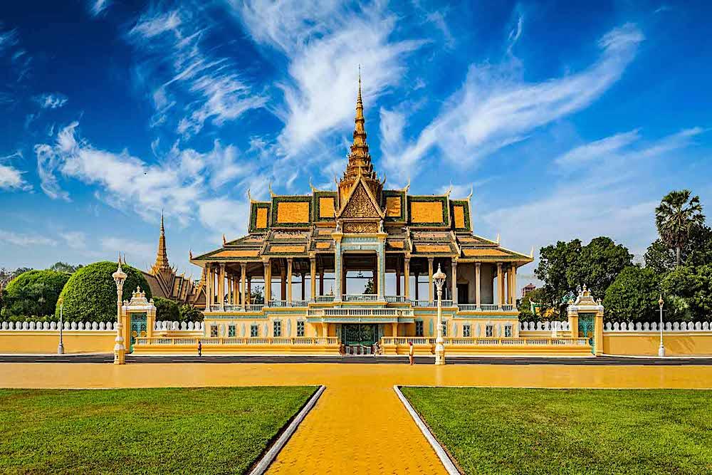Royal Phnom Penh Tours