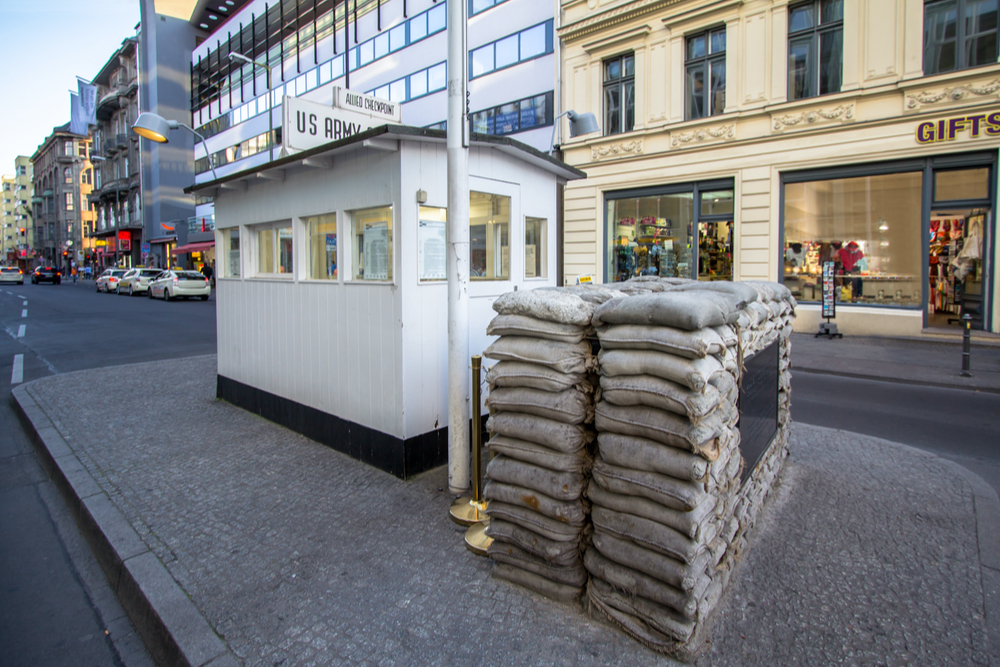 Checkpoint Charlie twisht