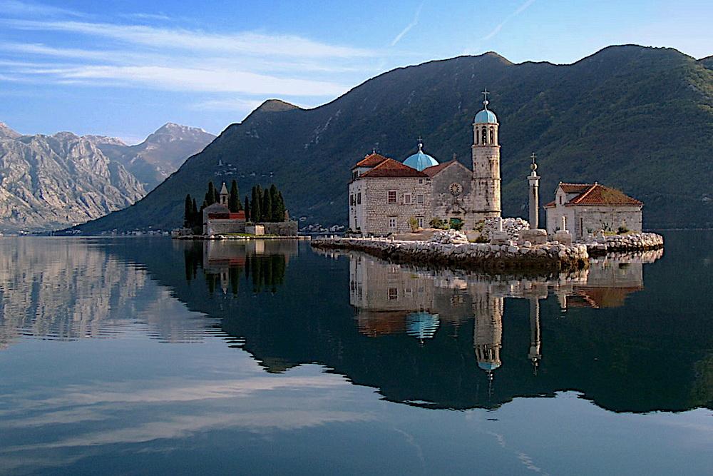 Speedboat & semi-submarine tours Montenegro