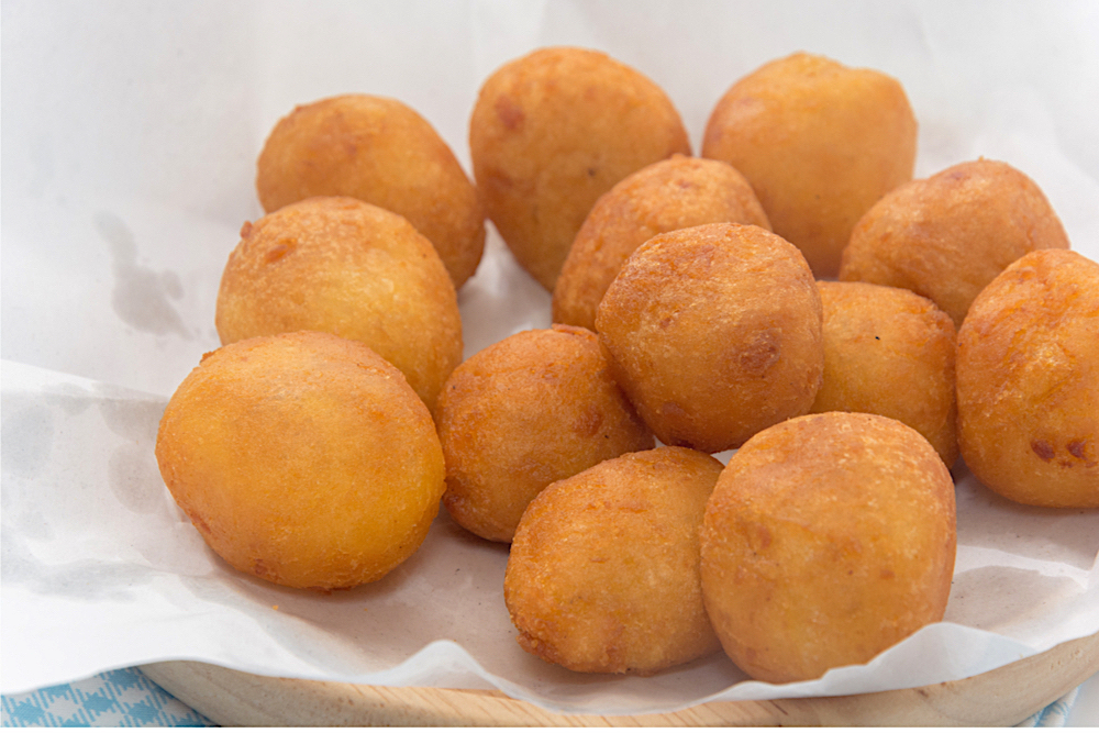 Kanom Kai Nok Krata (sweet potato balls), Bangkok, Thailand